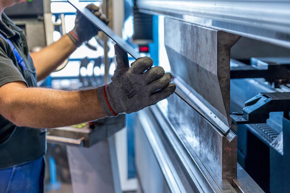 Edelstal und Aluminium- Schlosser bei der Arbeit